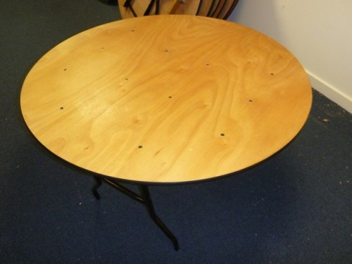 4ft Round trestle tables Tiger Classifieds Second hand  : 241401 500x375 from www.tigerclassifieds.co.uk size 500 x 375 jpeg 31kB